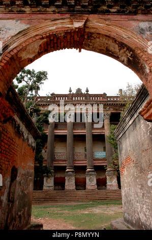 Le Zamindar Baliati Palace, un vestige architectural du passé, est située à environ 35 milles au nord-ouest de Dhaka et de 5 milles à l'est de Manikganj district. Banque D'Images