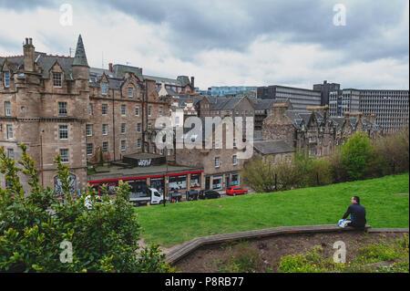 Vieille ville d'Édimbourg en bâtiments écossais classiques sur King Stables Road de Johnston Terrace, Grassmarket, près de Château d'Edimbourg, Ecosse, Royaume-Uni Banque D'Images