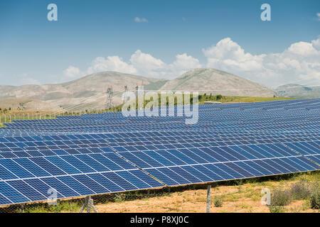 Power Plant à l'aide d'énergie solaire renouvelable Banque D'Images