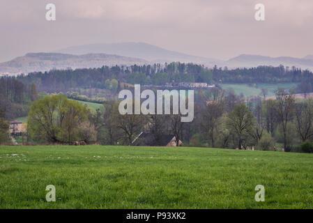Vue aérienne du paysage rural près de Bielsko-Biala city en voïvodie de Silésie de Pologne Banque D'Images