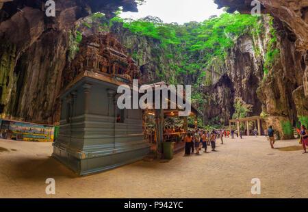 Temple hindou à l'intérieur des grottes de Batu, près de Kuala Lumpur Banque D'Images