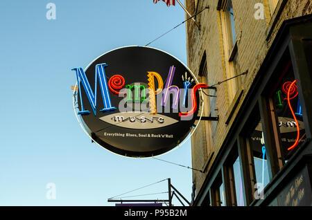 Memphis en néon au crépuscule Banque D'Images