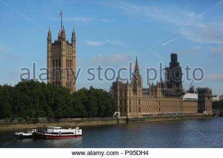 Il y avait temps glorieux à Londres ce matin aussi tôt grey skies effacée et apporté le soleil dans les rives de la Tamise. Météo idéale pour n'importe quel o Banque D'Images