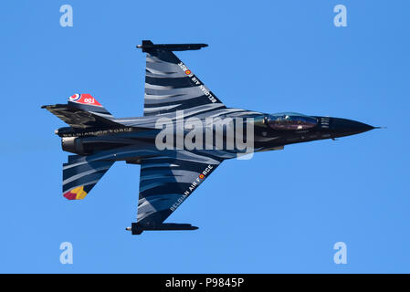 Le Capitaine Stefan 'Vador' Darte Force Aérienne Belge F-16 pilote solo en F-16 Fighting Falcon Falcon sombre au Royal International Air Tattoo RIAT 2018