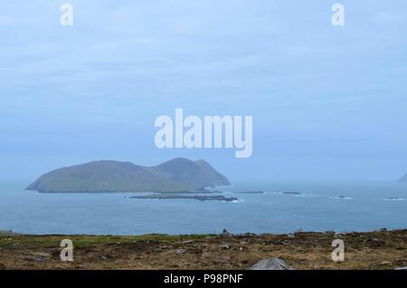 Belle vue panoramique sur une grande île au large de Blasket de l'Irlande. Banque D'Images