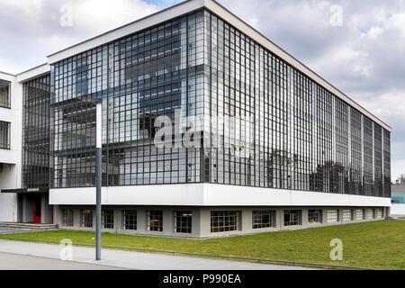 DESSAU, ALLEMAGNE - 30 mars 2018: l'école d'art Bauhaus emblématique bâtiment conçu par l'architecte Walter Gropius en 1925 est une œuvre de moder Banque D'Images