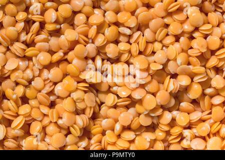 Les lentilles rouges texture background. Close-up healthy organic seed de lentilles. Natural nutrition alimentation. Banque D'Images