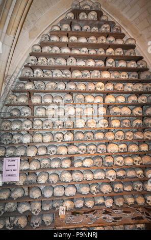 Église St Leonard's dans la ville de Cinque Port Hythe, dans le Kent contient un ossuaire