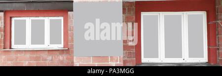 Photo panoramique.une affiche vide entre les fenêtres de la chambre Banque D'Images