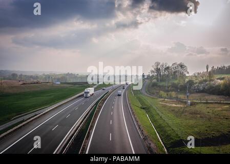 S52 de l'autoroute près de Bielsko-Biala city en voïvodie de Silésie de Pologne Banque D'Images