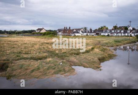 Vue sur le village d'Glencaple, Dumfries et Galloway, à marée haute en été.