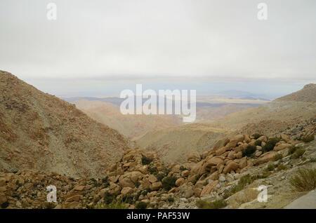Vue sur la vallée de Mexicali et El Centinela (Mt. Signal) à partir de l'Autoroute Près de Tijuana-Mexicali dans La Rumorosa, Baja California, Mexique. Banque D'Images