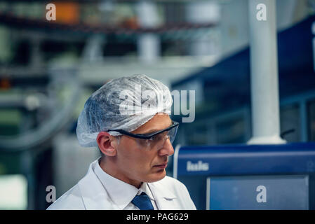 Scientist working in laboratory Banque D'Images