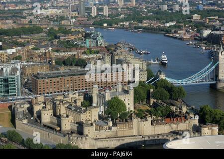 Vue du ciel de la tour de Londres et au-delà, England, UK Banque D'Images