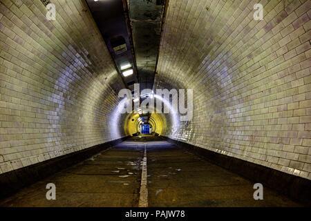 Subway tunnel sous la rivière Thames, London, England, UK Banque D'Images