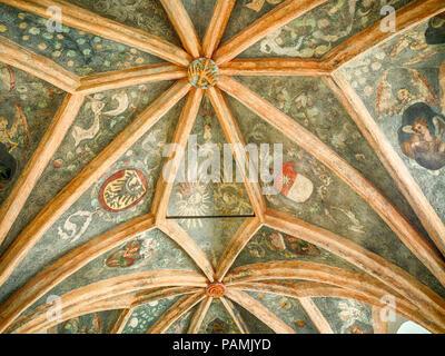 Voûte de la chapelle dans l'église franciscaine de la Sainte Trinité et l'Assomption de la Bienheureuse Vierge Marie à Opole, Pologne Banque D'Images