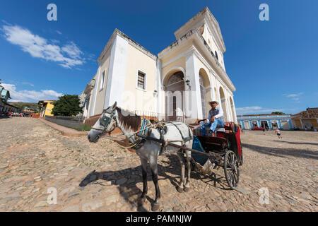 Chariot connu localement comme une coche sur la Plaza Mayor, au patrimoine mondial de l ville de Trinidad, Cuba.