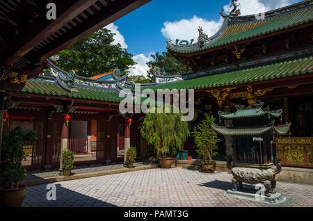 Singapour, Singapour - le 04 mai 2017: Cour à l'ornate Temple Thian Hock Keng sur Telok Ayer Street. C'est la plus ancienne et la plus sacrée de l'Hokkien 100 Banque D'Images