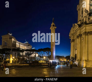 Rome, vittoriano autel, célèbre monument près de Colosseum et la colonne Trajane Banque D'Images