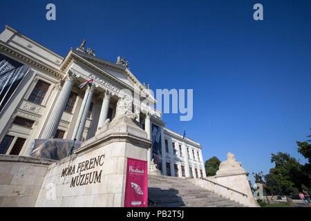 SZEGED, HONGRIE - Juillet 2, 2017: bâtiment principal de Mora Ferenc Museum, à la fin de l'après-midi. C'est le principal musée de Szeged; dans les domaines de l'arch Banque D'Images