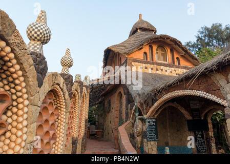 Détails architecturaux à Sobo Bade à Toubab Dialoa au Sénégal, en Afrique Banque D'Images