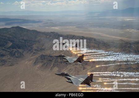 Trois U.S. Air Force F-15E Strike Eagles de torches de feu