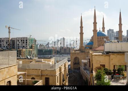 Vue sur Beyrouth avec Mohammad Al-Amin Mosquée, grues et les zones de construction, au Liban Banque D'Images