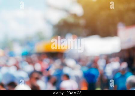 Flou abstrait gens foule marche sur rue, toile floue pour la conception de site web Banque D'Images