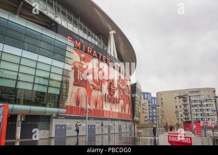 L'Emirates Stadium d'Arsenal avec une capacité de plus de 60 000, il est le troisième plus grand stade de football en Angleterre après Wembley et Old Trafford. Islington