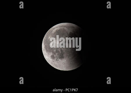 Eclipse de Lune rouge sur noir Banque D'Images