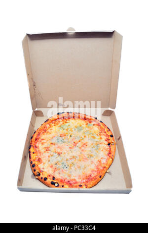 Pizza dans le box isolated on white Banque D'Images