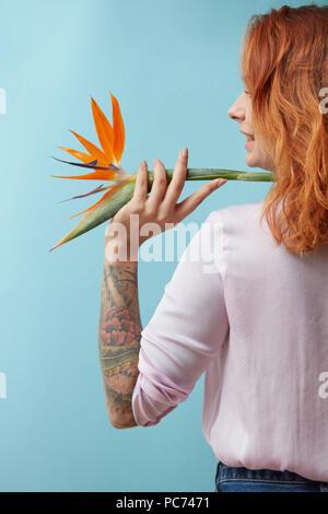 Oiseau de paradis,femme,tattoo Banque D'Images