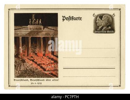Carte postale historique allemand: anniversaire du renversement du pouvoir. Les troupes SA passe par le Bradenburg gate. 30 janvier 1933, l'Allemagne, Troisième Reich