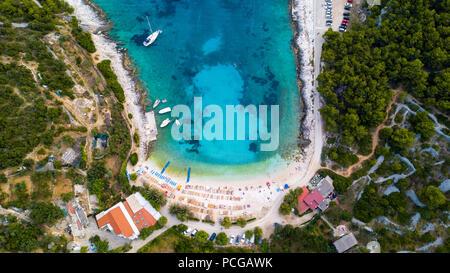Vue aérienne de la plage de Hvar, Hvar, Croatie Ville