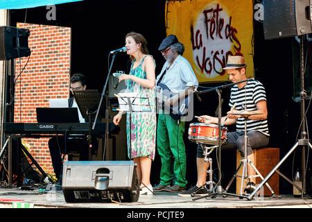 Local jazz band concert sur une scène extérieure à Montréal, Québec, Canada. Banque D'Images