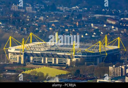Vue sur le Westfalenstadion, Signal Iduna Park, Dortmund, Ruhr, Rhénanie du Nord-Westphalie, Allemagne Banque D'Images