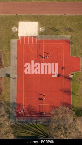 Vue aérienne, Beisenkamp avec gymnase, centre sportif multi-sport rouge, sur le terrain de basket, Hamm, Ruhr, Nordrhein-Westfalen, Germany, Europe Banque D'Images