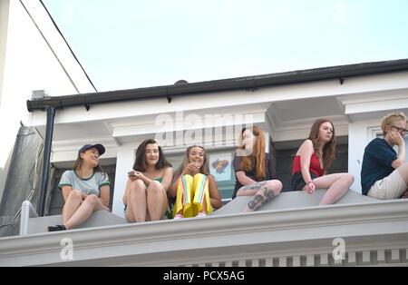 Brighton UK 4 août 2018 - Des milliers de prendre part à la Brighton Pride Parade qui a eu lieu au cours de ce week-end de beau temps ensoleillé chaud . L'événement annuel Brighton Pride attire des milliers de visiteurs du monde entier avec Britney Spears défini pour effectuer plus tard ce soir Crédit: Simon Dack/Alamy Live News Banque D'Images