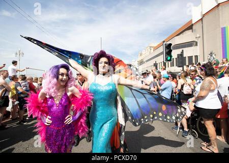 Brighton, UK. 4 août 2018 l'adolescence,drag queen Lewis Bailey de prendre part à l'Assemblée Brighton Pride Parade, Brighton en Angleterre. © Jason Richardson / Alamy Live News Banque D'Images