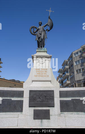 Coquelles War Memorial, chemin Remembrance. Banque D'Images