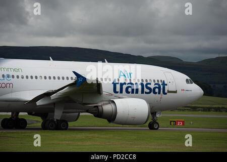 La compagnie aérienne à bas prix, Airtransat vu à l'Aéroport International de Glasgow, Ecosse Banque D'Images