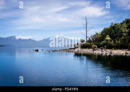 Le lac Manapouri, Fiordland National Park Banque D'Images