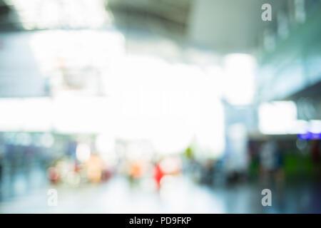 Les gens de l'aéroport de trouble. Contexte moderne de flou artistique.