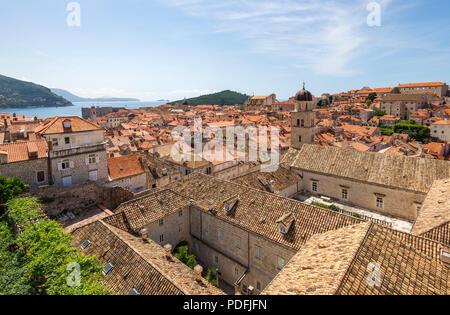 La vieille ville de Dubrovnik, vue de l'enceinte de la ville. Banque D'Images