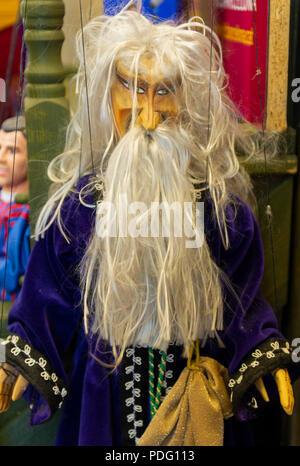 Marionnettes dans une vitrine à Prague République Tchèque Banque D'Images