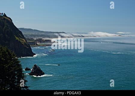 Vue de la côte de l'Oregon à Otter Rock