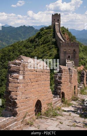La Grande Muraille de Chine, à Jinshanling, une randonnée à pied et l'une des parties les mieux préservées de la Grande Muraille avec de nombreux éléments d'origine.