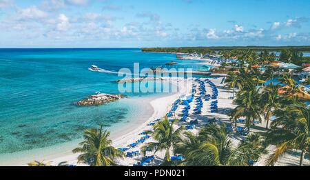 Vue aérienne avec Mavicpro unique de drone belle plage sur l'île des Caraïbes de Princess Cays Bahamas Banque D'Images