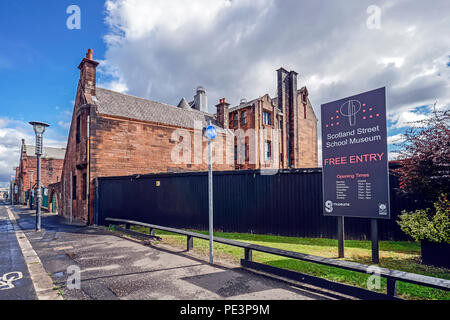 Vue de côté de l'ouest de Charles Rennie Mackintosh conçu l'École de Scotland Street (aujourd'hui musée) en Ecosse Street Glasgow Scotland UK Banque D'Images