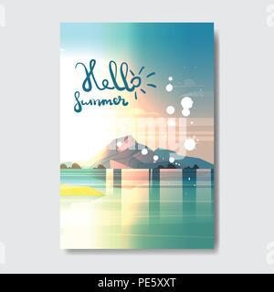 Hello summer beach mountain landscape Design badge Label. Logo lettrage pour les vacances saison,Modèles, invitation, carte de vœux, estampes et affiches.
